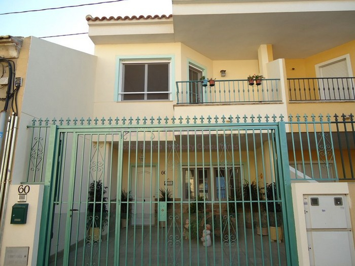 Resale - Townhouse - Daya Nueva